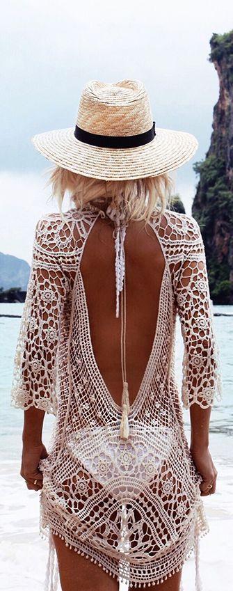Одежда для пляжа: туники и пляжные платья