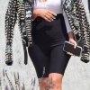 Ким Кардашян в куртке за 11 000 $ и велосипедках