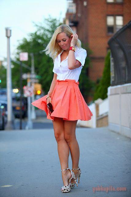 фотографии блондинок в коротких юбках