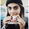 Знаменитости и гамбургеры: 21 фото