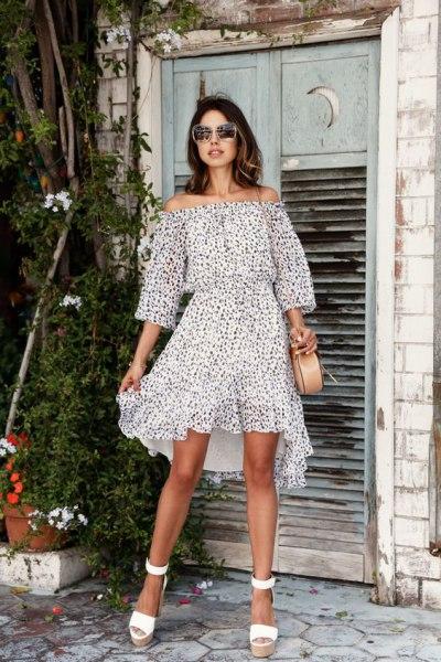 Платье с открытыми плечами: добавьте в свой летний гардероб