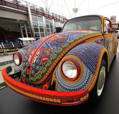 Как думаете, чем украшена эта машина?