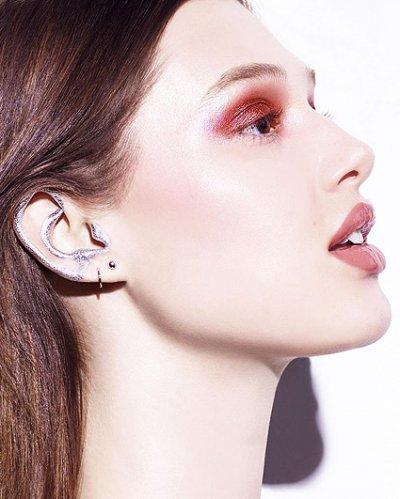 Новый бьюти-тренд: визажисты советуют подкрашивать уши!