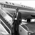 Знаменитости в аэропорту: стиль за последние 50 лет