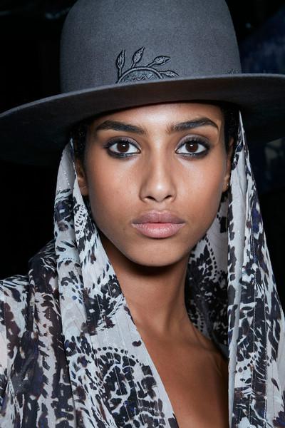 Женские головные уборы: что сейчас в моде?