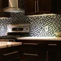 Удивительные возможности плитки под мозаику и особенности облицовки для кухни