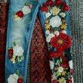 Джинсы с вышивкой: идеи на 31 фото