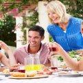 Как вежливо отказаться от еды в гостях