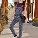Модные джинсовые комбинезоны: как и с чем носить