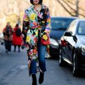 Как носить платье с брюками или джинсами: 22 образа