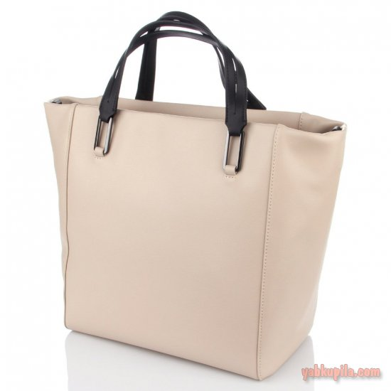1ec8b02ecfb2 Итак, наиболее практичной считается сумка из кожи, которая хорошо держит  форму и вмещает в себя много вещей. Выбор цвета может зависеть от  настроения ...