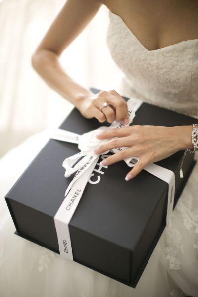 Что подарить на свадьбу, кроме денег: 11 оригинальных идей