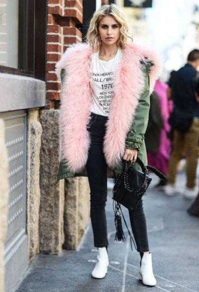 С чем носить розовый мех: одежда и аксессуары