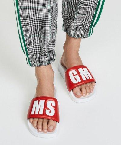 Самая модная обувь лета – слайдеры