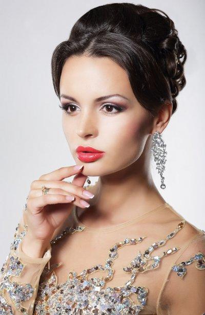 Стильный образ современной женщины: выбор парфюма и уходовых средств